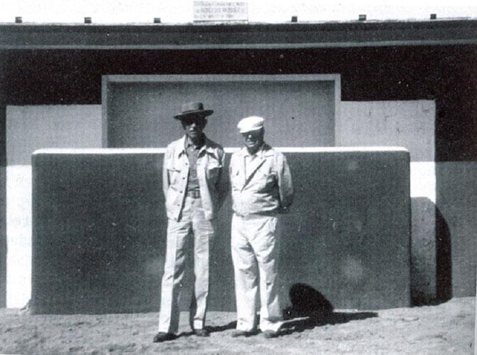 AVEC SON TORERO PREFERE  PEPE LUIS VASQUEZ ( 21 DECEMBRE 1921 + 19 MAI 2013 SEVILLE )