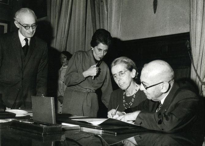 1976. Pierre et Denise LEVY signent la Donation de leur fabuleuse Collection qui sera exposée à l'Orangerie des Tuileries en 1978 puis ira au Musée d'Art Moderne de Troyes en 1982.