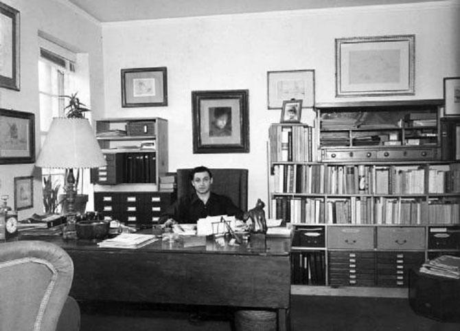 NEW-YORK. Circa 1960. John REWALD dans son bureau . C* Marchutz