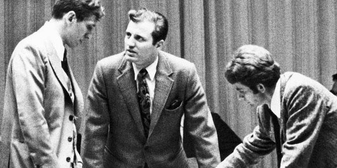 1972. DUEL FISCHER-SPASSKY.  LE CHAMPION DU MONDE RUSSE A ETE VAINCU EN 74 COUPS PAR L'AMERICAIN FISCHER..