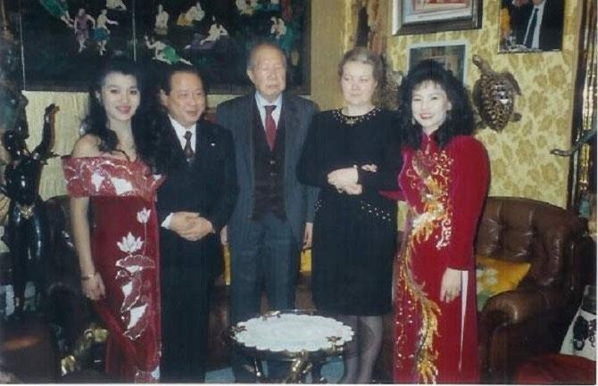g.à dte. Pcesse PHAN LIEN, son époux Pce BUU CHANH, S.M BAO DAI, Pcesse VINH THUY, Pcesse PHUONG THUY, fille des Princes BUU CHANH