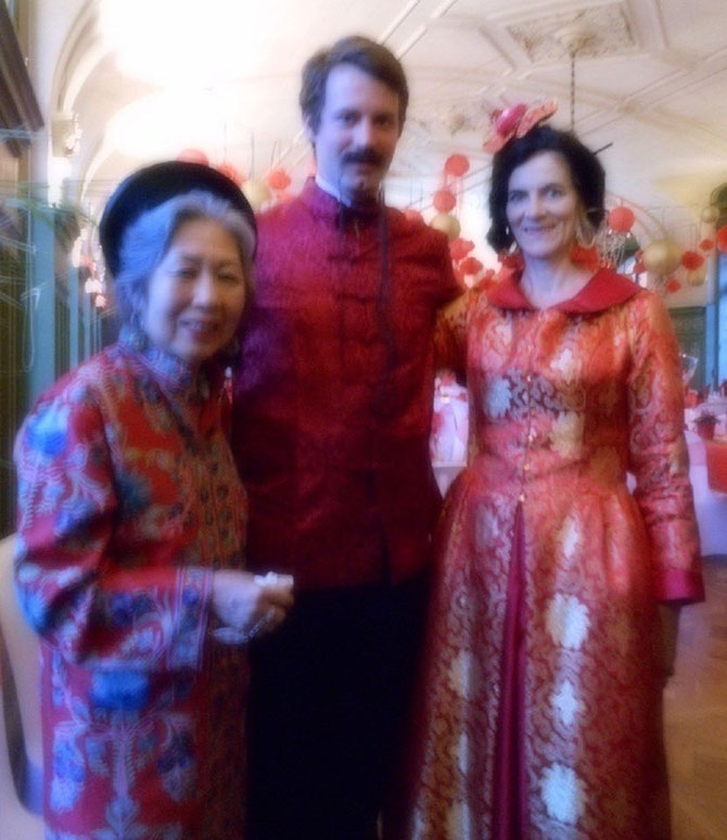 Château de Sully en Bourgogne. Soirée chinoise. Granny Maguy TRAN, Maurice H. B. de MAC MAHON 5e Duc de MAGENTA, sa maman Amélie de MAC MAHON 4e Duchesse de MAGENTA 16 Août 2019
