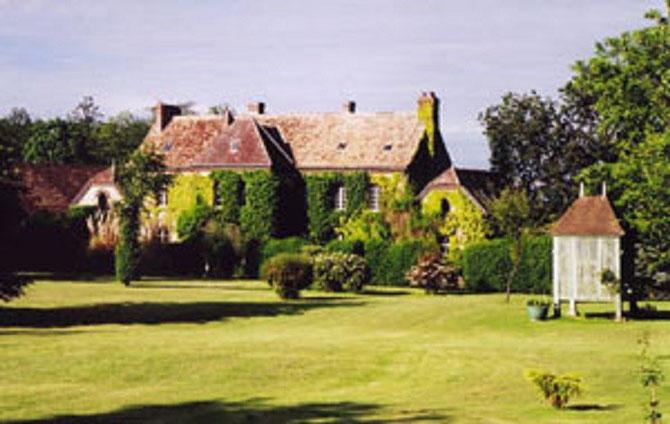 Le Manoir attenant au Château où Hugues a vécu un certain temps jusqu'au dècés de la Comtesse sa mère