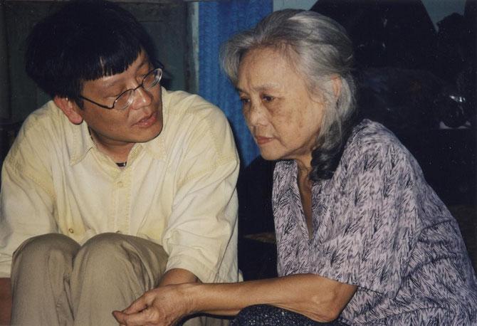 2002. KIM-KHÔI AVEC SA TANTE MÔNG-BAO (1936-2011). C* N.K.K