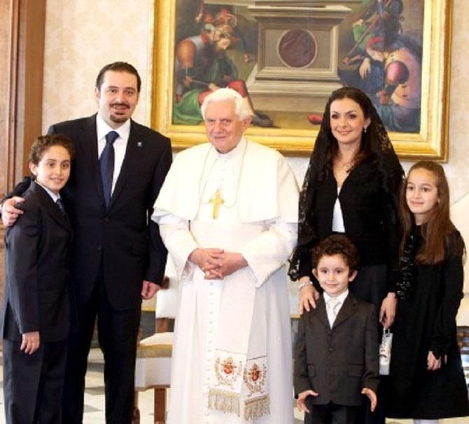 FEVRIER 2010. SAAD HARIRI et sa famille reçus par le Pape. Son épouse Lara, leurs enfants : Hounam (1999), Abdulaziz (2005), Loulwa (2001)