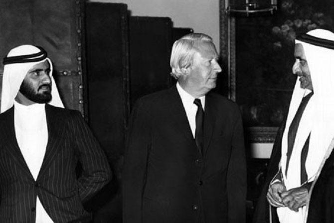 1972.  10 DOWNING STREET. S.A. MOHAMMED et S.A L'EMIR RACHID AVEC LE PREMIER MINISTRE