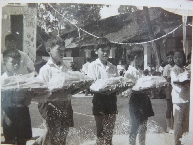 1969. ECOLE PRIMAIRE DE THU DAU MÔT : PRIX DE FIN D'ANNEE.