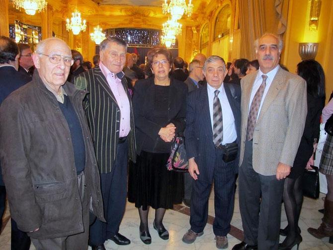 De g.à dte :DANEL TER-SAKARIAN, VARTAN BERBERIAN, ANNIE et PHILIPPE PILIBOSSIAN, JEAN-PIERRE HATCHIKIAN. RECEPTION DU PRIX D'HONNEUR DECERNE à L'ACAM.à L'OCCASION DU 20è ANNIVERSAIRE DE LA REPUBLIQUE D'ARMENIE. PARIS. PAVIL.DAUPHINE