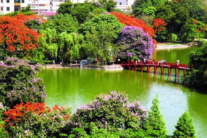 LE GRAND LAC HOANG KIÊM DE HANOI. AVEC NOS REMERCIEMENTS SINCERES à  www.tnkvoyagesvietnam.com