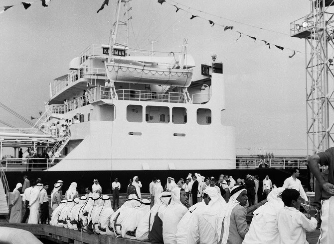 1959 ARRIVEE DU KADHIMA AU PORT AL-AHMADI. CONSTRUIT EN 1958 PAR SASSIPO AU JAPON.. INAUGURATION PAR L'EMIR ABDALLAH AL SALEM AL SABAH