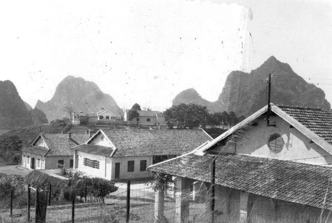 VUE DES BÂTIMENTS TOUT NEUFS DE L'HÔPITAL DE MON PERE, à HONGAY où JE SUIS NE. Circa 1937