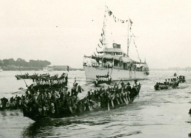 """PHNOM-PENH. 23 NOVEMBRE 1925. ARRIVEE DU """"GOUGAL"""" - GOUVERNEUR GENERAL - VARENNE."""