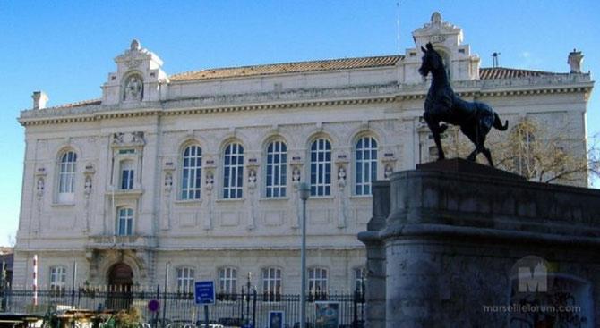 PLACE AUGUSTE et FRANCOIS CARLI. 13001 MARSEILLE.  LE PALAIS DES ARTS construit par HENRI ESPERANDIEU (1829+1974), AUJOURD'HUI  CONSERVATOIRE NATIONAL DE LA MUSIQUE. Classé MONUMENT HISTORIQUE le 18 Nov. 1997