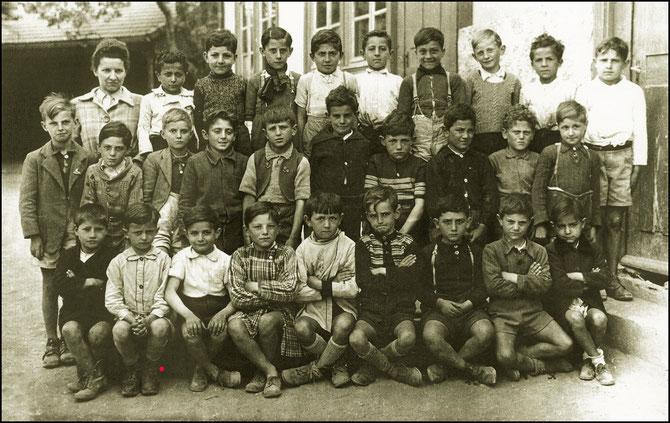 """1945. QUARTIER NORD """"ZONE LIBRE"""" JUSQU'EN 1942. REFUGIES ARMENIENS AYANT FUI LE GENOCIDE, ITALIENS FUYANT LE FASCISME MUSSOLINIEN, ESPAGNOLS FUYANT LA GUERRE CIVILE, JUIFS FUYANT.....www.lesnumeriques.com MERCI"""