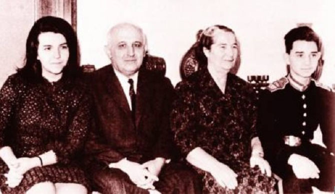 g. à dte.  LYUDMILA, TODOR JIVKOV, MARA-MALEEVA, VLADIMIR.