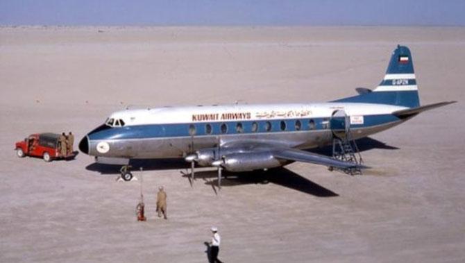 1960 . AEROPORT DE DUBAI. UN QUART DE SIECLE APRES, LE 25 OCTOBRE 1985, LES 3 PREMIERS VOLS D'EMIRATES DECOLLENT AVEC L'IMMENSE SUCCES QU'ON CONNAIT.
