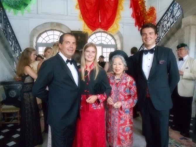 Mes Princes préférés. S.A.R le Prince Charles-Emmanuel de BOURBON-PARME et deux de                                                                                                                                 ses enfants     Pcesse Elisabeth, Pce Amaury