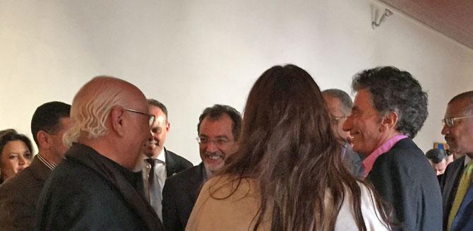 PALAIS EL BAHIA. 24 FEVRIER 2016. g.à dte. LE PEINTRE MOHAMED MELEHI, AMINE KABBAJ, REEM FADDA de dos, JACK LANG.  .........C* YANNICK VU JAKOBER