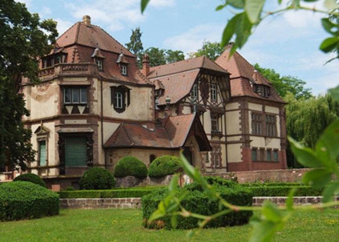 DOMAINE DE LA LEONARDSAU, EDIFIE EN 1899-1900. ENTRE BOERSCH ET OBERNAI, AU PIED DU MONT SAINTE ODILE. PARC de 8 ha .