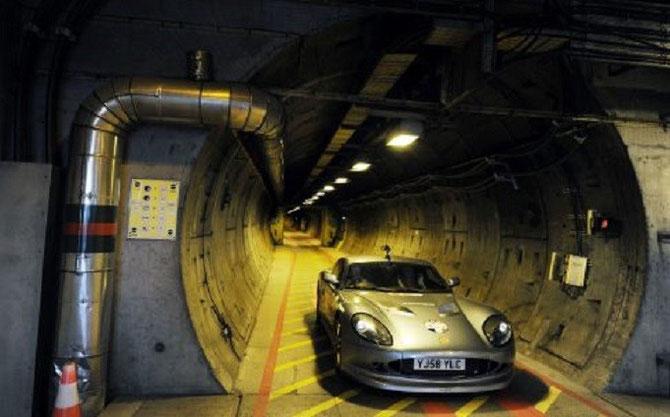 16 N0V. 2009. JOHN AVEC LA GINETTA 650 EV DANS LE TUNNEL SOUS LA MANCHE. 50km/h