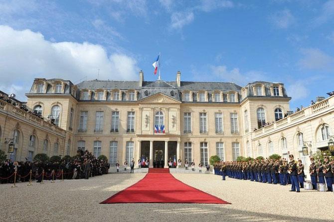 Dix ans après le Roi-Père NORODOM SIHANOUK venu en 1996, Sa Majesté NORODOM SIHAMONI réserve sa première visite d'Etat à la France;