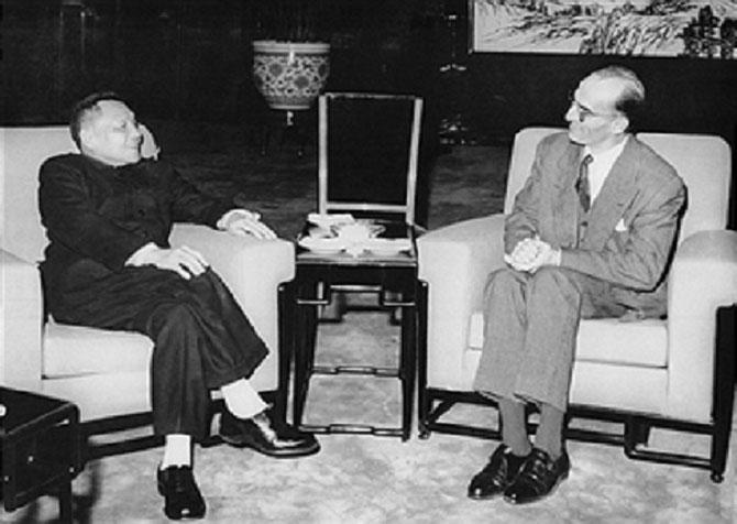 Claude CHAYET ( 1927+2014),  Premier représentant de la France à Pékin reçu par DENG TSIAO PENG le 11 Mars 1964. Remplace  Pierre SUSINI à la Délégation de France au Vietnam Nov.1972/Déc.1974.  Il sera Ambassadeur à Pékin de 1979 à 1982.