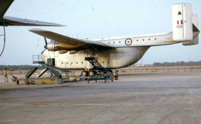 1963. LE BLACKBURN B-101  BEVERLEY QUI SERVAIT DE TRANSPORT EN COMMUN.......