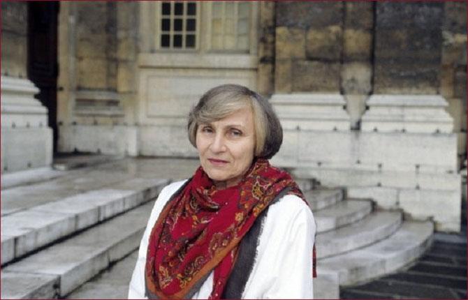 Circa 1970.  ANNE à VERSAILLES . C* Nadine GOLOUBINOFF