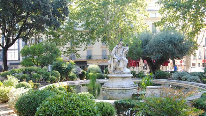 SQUARE DE LA COURONNE . STATUE D'ALPHONSE DAUDET INAUGUREE LE DIMANCHE  8 AVRIL 1900. LE SCULPTEUR ALEXANDRE FALGUIERE (1831 + 1900)  MEURT PEU APRES, LE 20 AVRIL 1900 à PARIS.