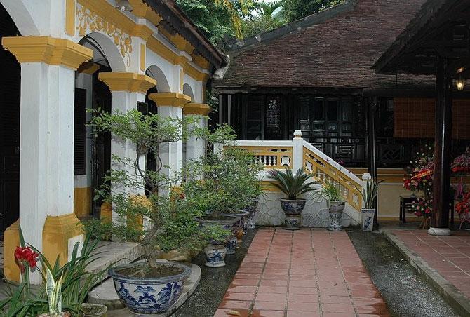 Merci infiniment à  www.vntravellive.com   Deux des 4 pavillons de LAC TINH VIÊN Bâti par le Prince HONG KHANG, père de Bàc UNG THI.