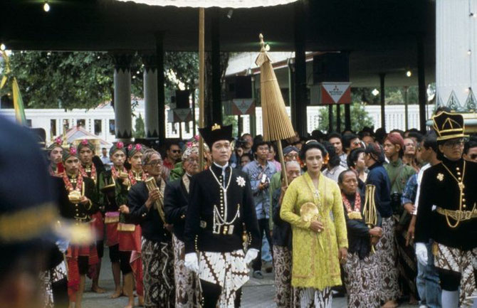 1989. COURONNEMENT DU SULTAN HAMENGKU BUWONO X.