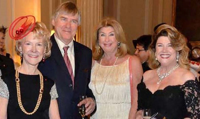 LE PRESIDENT ENTOURE de g.à dte. Elisabeth STRIBLING, Barbara WOLF, Judy McLAREN.