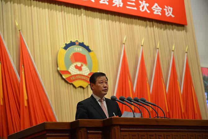 YING YONG  MAIRE  DE SHANGHAI depuis le 20 Janv. 2017.  Né en 1957, originaire du Zhejiang, chargé de la justice et de la lutte anticorruption avant d'être à Shanghai en 2007,  Ici, Fév. 2015, 3è Session du 12è Comité de la Confér. consult. du Peuple