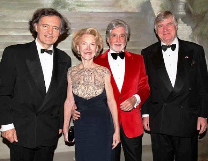 g. à dte. Pierre-Emmanuel TAITTINGER, Elizabeth STRIBLING, Juan Pablo MOLYNEUX, Comte Denis de KERGORLAY.