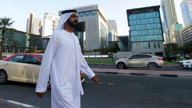 UN MATIN D'AOÛT 2016. 7 H. S.A  L'EMIR MOHAMMED  INCOGNITO DANS LES RUES DE DUBAI.