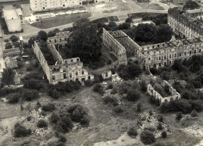 SAINT CYR APRES LA NUIT DU 25 JUILLET 1944 : 434 TONNES DE BOMBES LARGUEES PAR LES ALLIES.    C* www.Im-st-cyr.com