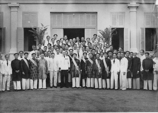 """1940. """" Le protectorat français a changé d'attitude et commence à accorder des concessions aux Vietnamiens....."""""""
