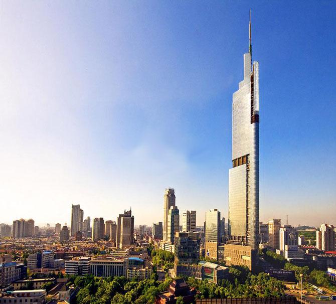 NANKIN .ZIFENG TOWER. Cabinet SOM (SKIDMORE,OWING,MERRILL). PROJET mené à bien  PAR ADRIAN SMITH.   CONSTRUCTION de 2005 à 2010. Hauteur de l'antenne : 450m. Hauteur du toit : 381m. Hauteur du dernier étage : 339m.   89 étages.: