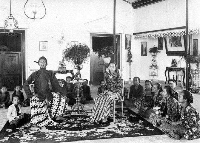 LE SULTAN HAMENGKU BUWONO VIII et sa famille