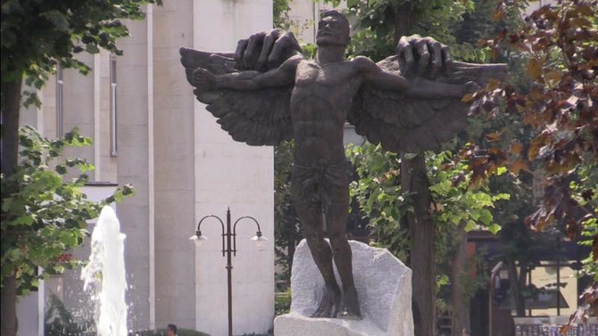 "HASKOVO.  ""MEMORIAL OF THE ENVY - THE BULGARIAN ICARUS  - . BRONZE 3m H, 1 Tonne. INAUGURE LE 8 SEPT. 2014. OEUVRE DE GOSPODIN TANEV-GUSPATA"