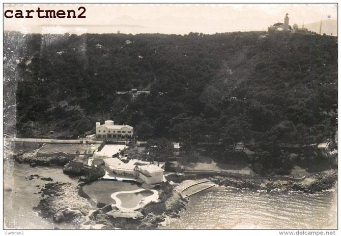 LA VILLA DUBONNET construite par BARRY DIERKS AU CAP D'ANTIBES. TOUT EN HAUT LE PHARE...