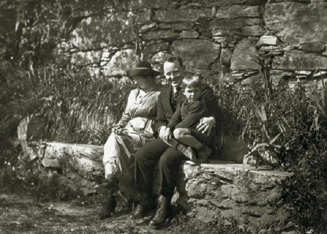 1919. GRÂCE à UNE BOURSE LITTERAIRE RENOMMEE  GUNNAR S'INSTALLE à RAPALO EN ITALIE . ICI AVEC GUT NE EN 1914. TROLD NAITRA CETTE MÊME ANNEE 1919, EN NOVEMBRE.