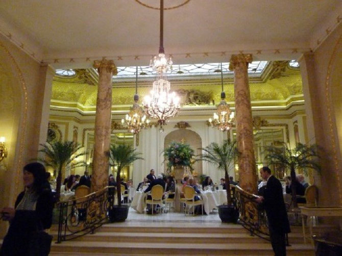 L'ENTREE DU PALM COURT AFTERNOON TEA. THE RITZ LONDON 150 PICCADILLY, LONDON WIJ 9BR . TEL : + 44 20 7493 8181.
