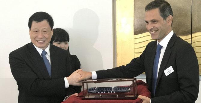 Mardi 4 Juillet 2017. LE MAIRE DE SHANGHAI YING YONG  reçu par Rodolphe SAADE, DG de la CMA-CGM présente à SHANGHAI depuis 1992 - un quart de siècle -. C* La Provence