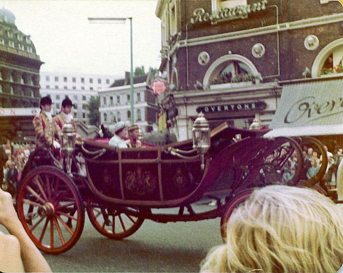 1974. VISITE OFFICIELLE à LONDRES. LE SULTAN DE KEDAH AVEC LA REINE ELIZABETH II.