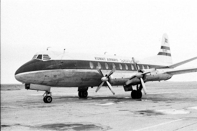 1954. LA PREMIERE LIGNE AERIENNE KOWEÏTIENNE. L'AEROPORT ETAIT CONSTRUIT EN 1928;