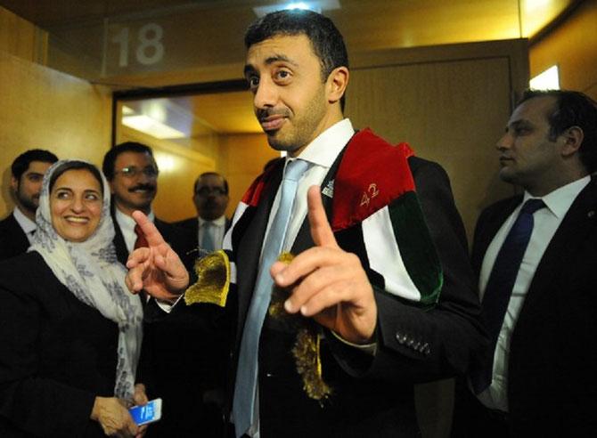 ORG. COOPERATION ECONOMIQUE et  DEVELOPPEMENT(OCED) 15 SEPT. 2013. DUBAI VAINQUEUR.     centre. S.EXC. SHEIKH MANSOUR BIN ZAYED AL NAHYAN, FRERE DE S. A. L'EMIR KHALIFA AL NAHYAN