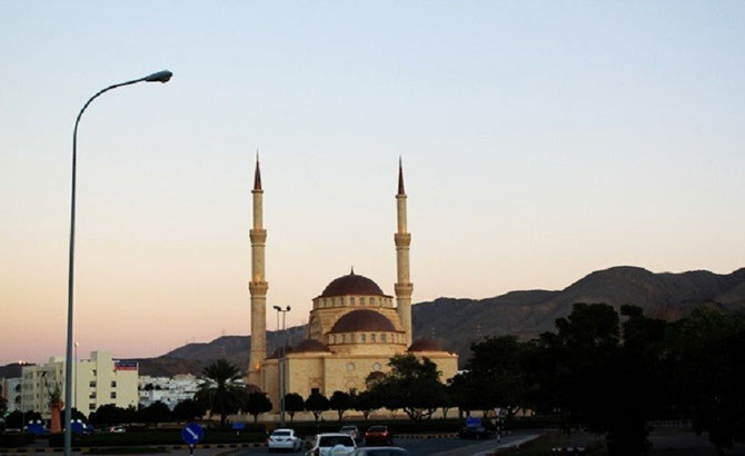 La MOSQUEE SAID BIN TAIMUR, à Al Khuwayr, Al Janubiyyah, Mascate. Inaugurée en 1999.