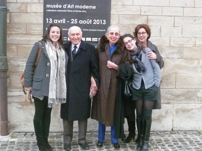Léon et Martine CLIGMAN entourés de leur fille Maître Olivia CLIGMAN  et de leurs petites-filles.