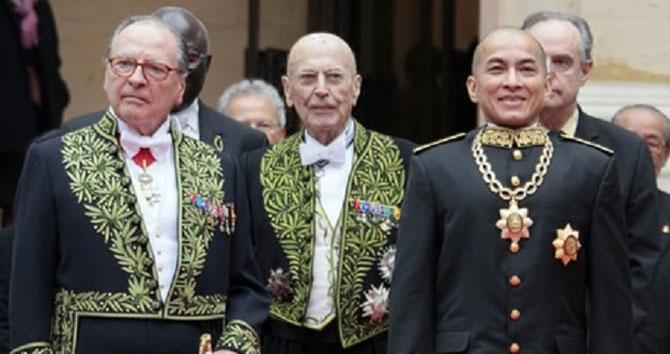 Vendredi 12 Mars 2012.  SA MAJESTE et de g. à dte.  Le Prince Gabriel de BROGLIE Chancelier de l'Institut,  Jean LECLANT Secrétaire perpétuel de l'Académie.